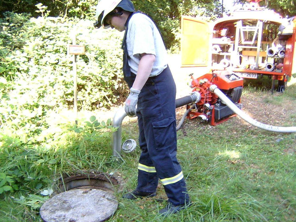 Wasserentnahme an der Saugstelle für Löschwasser